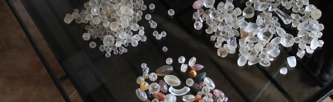 Käsin hiottujen kivien ostoa Sri Lankalla